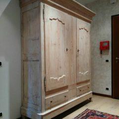 Restauro Armadio fine 800 decapato bianco