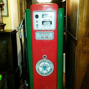 Distributore benzina anni '50